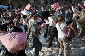 Kissenschlacht als Flashmob